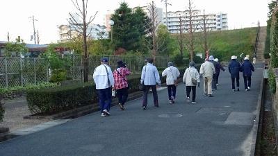 早朝散歩 宝塚市新池公園の日の出は無理で、荒牧バラ公園でラジオ体操をしてから帰宅 下巻。