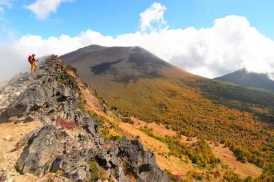 浅間山 落葉松の圧巻の紅葉風景 日帰り登山