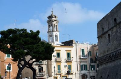 南イタリア、港湾歴史都市のバーリを観光
