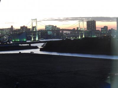 夕暮れの国際展示場前より豊洲駅までゆりかもめに乗りました