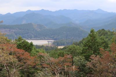 熊野古道・・中辺路の発心門王子から熊野本宮大社まで約7kmを歩きます。