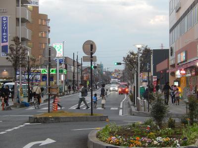 上福岡駅西口ロータリー付近で見られた黄昏時の風景