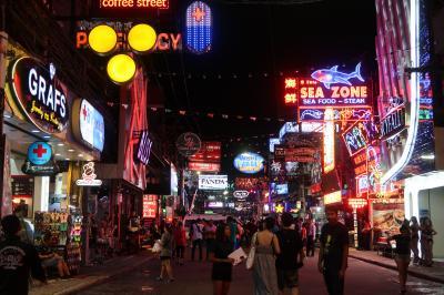 国慶節休暇タイ05★レンタカーでバンコクからパタヤへ 色々勘違いのウォーキングストリートへ ~Nova Park Pattaya・King Seafood・Swensens~
