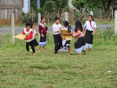 パクセー/コーヒーの里の小学校訪問、往路は飛行機&国際バス/復路は長距離バスで