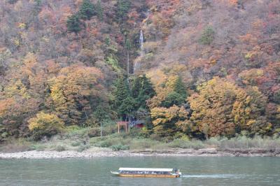 院内銀山と紅葉の最上川