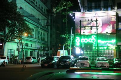 ミャンマー・ヤンゴン到着