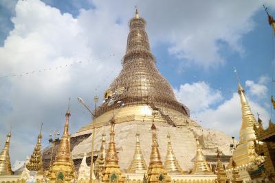ミャンマー・ヤンゴン、足のウラをマメだらけにする徒歩旅