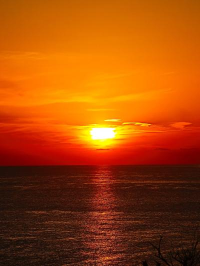 佐渡島-4 夕日 荘厳 -日本海を染めて- 日の入り17時 ☆ホテル大佐渡:宿入り直前に