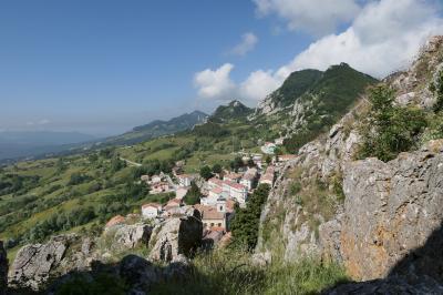 美しき南イタリア旅行♪ Vol.617(第21日)☆美しき山岳村「ピッツォフェッラート」岩山へ登る♪