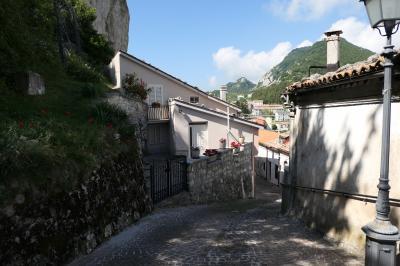 美しき南イタリア旅行♪ Vol.621(第21日)☆美しき山岳村「ピッツォフェッラート」岩山から村へ♪