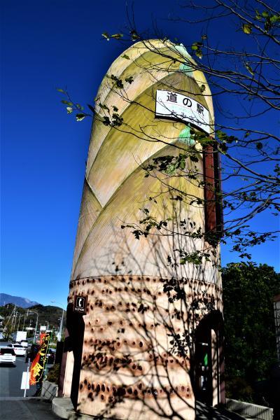 黄葉まっさかりの早川町界隈