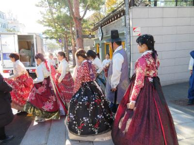三姉妹で韓国行って来ました。いい年してチマチョゴリ着て観光…良い思い出が出来ました!!