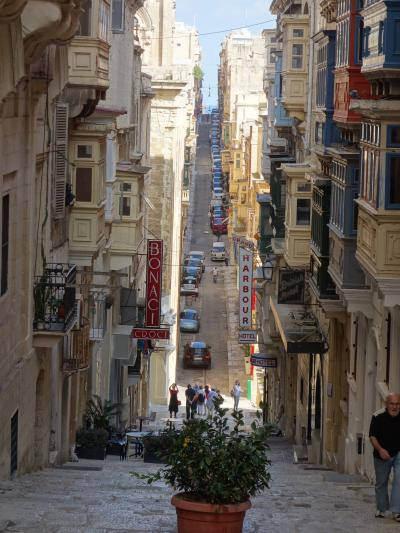 ヴァレッタの街歩き。人の多さに驚く。それほどの人気なのです。