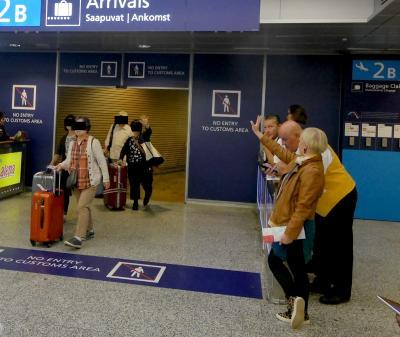 【海外66】2018.9フィンランド職員旅行1-私たちはトルコ航空でヘルシンキに,AY74便でくる職員をヴァンターで迎える