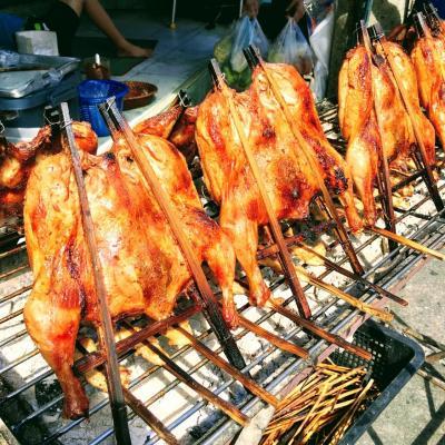 バンコクナビ★プラカノン市場で鶏の丸焼き(ガイ・ヤーン)と生牡蠣買ってきたわよ!