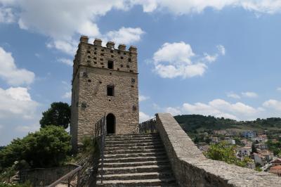 美しき南イタリア旅行♪ Vol.641(第21日)☆Roccascalegna:美しき古城「ロッカスカレーニャ城」美しい塔を見上げて♪
