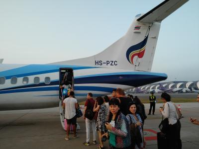 三たび香港航空で、そして初のバンコクエアーでスコータイ・ロイカートンへ