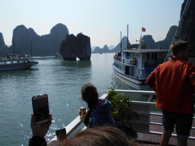 還暦過ぎ夫婦どこか知らない遠くのまちへ<ミャンマー・ベトナム編ベトナム>(11/16~11/26)その7ベトナム・ハロン湾②洞窟もあり