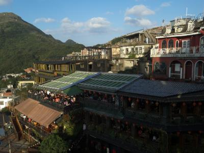 親孝行?母と叔母と行く台湾旅行! その2 ~ 台北といえばバイクの滝と萌ポスト?九份から幻想的な夜の十分へ! ~