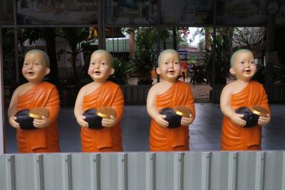 チェンマイでダラダラ6泊8日 ② <3日目 城壁外寺院巡りとナイトバザール>