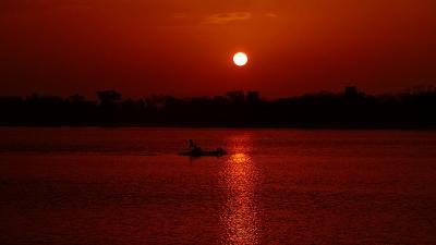 早朝散歩 瑞ヶ池の日の出。