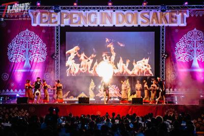 チェンマイ最大祭り イーペンコムローイ一斉上げ2018年