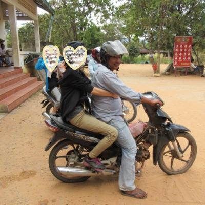 「ローズさん」とバイクで天空のプレアヴィヒアへ ローズさんは日本人向けホテルをOPEN!!
