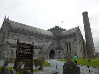 アイルランドで夏休み 11 聖カニス大聖堂とモノクロのしっとり美しい中世の街をお散歩 in キルケニー