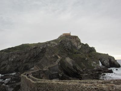 海に浮かぶ絶景の小島 サン・ファン・デ・ガステルガテェ