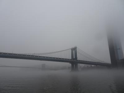 霧に煙るマンハッタン