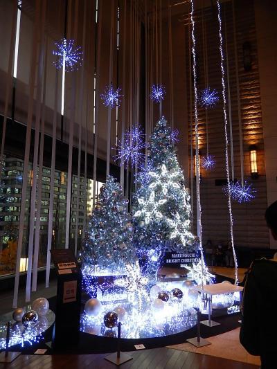 新丸の内ビル3階で見られた丸の内ブライトクリスマスツリー