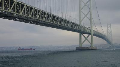平成最後の2泊3日の帰省(02) 道の駅あわじで、近くから明石海峡大橋を見る。
