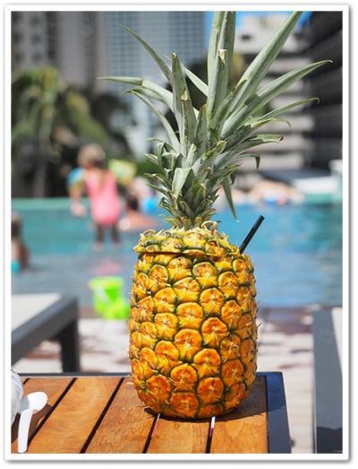 B'z PARTY Presents B'z Pleasure in Hawaii 3日目 「 ハイアットをチェックアウトし、アロヒラニに2度目のチェックイン」~「アロヒラニのプールサイドでのんびり」~「そしていざB'zのライブへ」~「燦鳥でディナー」~「アロヒラニのプールサイドでマイタイ」