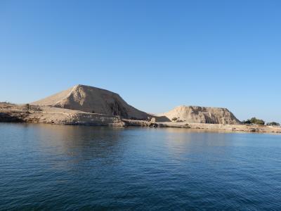 エジプト縦断旅行記  切りかけのオベリスク・つい歌いたくなる砂漠・アスワン・アブジンベルへ   その4