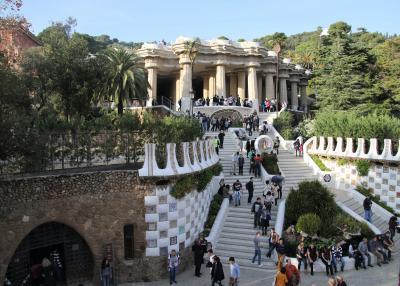 ガウディワールドを具現化したグエル公園とバルセロナ散策