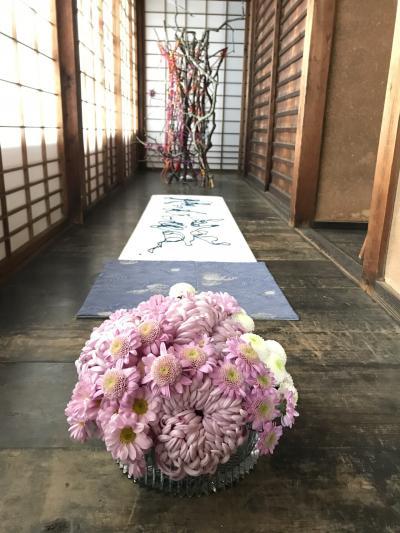 京都を散策 ~生け花の美しい雲龍院で写経からの夜間拝観青蓮院~