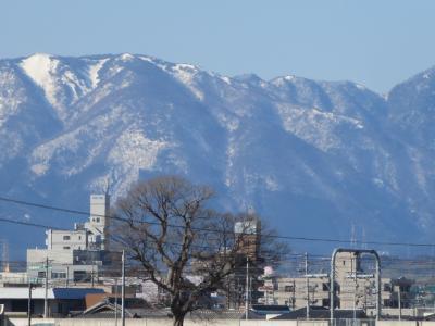 大晦日はお店で年越しそばです。初詣に見た鈴鹿山脈がきれいなので三滝橋までぶらぶら歩きました。