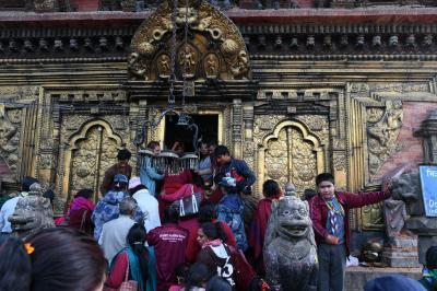 世界遺産チャング・ナラヤン寺院の参拝者の熱気が凄い!