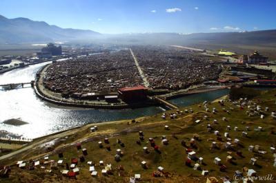 チベット最大級!天空の尼僧院・亜青寺 アチェンガル・ゴンパ