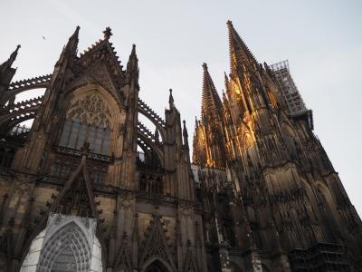 ケルン大聖堂を見るためだけに、数時間の滞在でドイツに来ました。