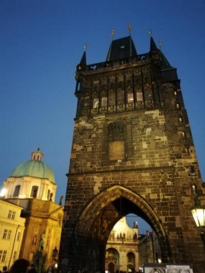 スターアライアンス ビジネスクラスで行く3週間で世界一周(33)「プラハ2日目 ネルドヴァ通り・カレル橋・新市街」