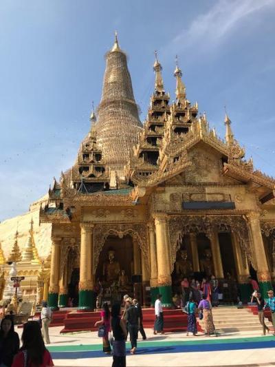 バンコク経由でミヤンマーの首都ヤンゴン バスで黄金に輝く仏塔シュエダゴンパゴダへ