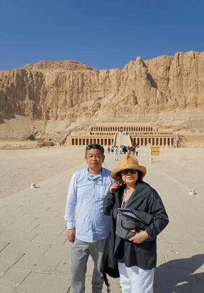 Wonder one dollar! HISエジプト8日間の旅(13)ハトシェプスト女王葬祭殿のレリーフの美しさに驚き、メムノンの巨像で鳩と遊ぶ。