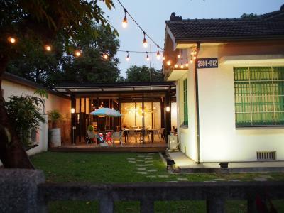 2回目の台湾旅No.19<屏東3>多くの日本式宿舎がカフェに生まれ変わる「勝利新村」オシャレなカフェでパスタ&ワッフル 屏東クリスマスフェスティバルピンクのイルミネーション