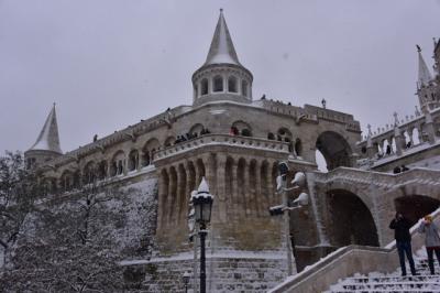 雪の中の王宮の丘とブダサイド。