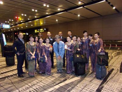 飛行機を乗り継いで仏教の聖地へ巡るミャンマーの旅 その1 SQのCAさん全員でムロショット!シンガポール航空プレミアムエコノミークラス搭乗編&シンガポールの乗り継ぎって大変(◎_◎;)?!マレーシア航空エコノミークラスに乗って一旦、クアラルンプールへ