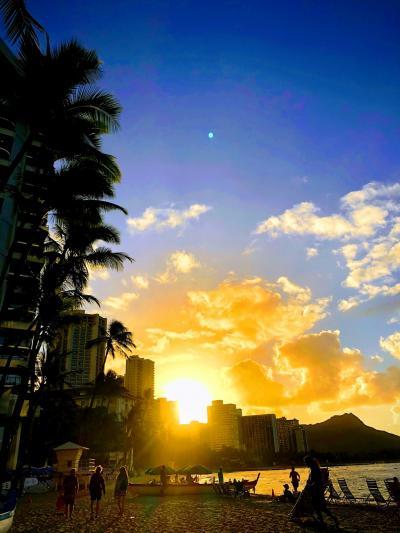 ワイキキビーチの朝陽