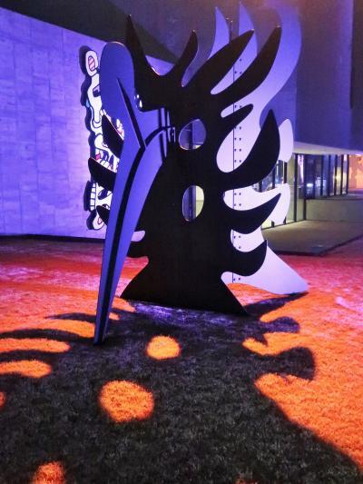 箱根-2 彫刻の森美術館 光の衣を纏った彫像たち ☆ナイトミュージアムの情景