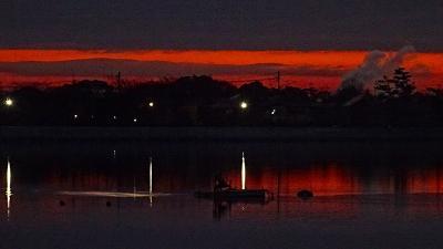 早朝散歩 瑞ヶ池へ日の出の撮影に行きましたが雲が多く失敗。
