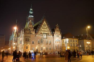 紅葉で黄金に輝く秋のポーランド堪能旅行 【6】ヴロツワフ 旧市街で夜の街歩き